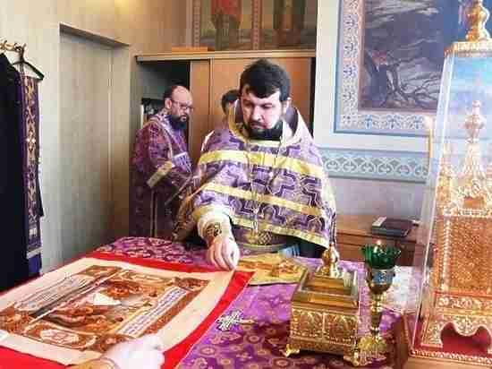 Жители Пустошкинского района обвинили священника в наживе на похоронном бизнесе